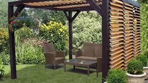 Pergola : à la fois pratique et esthétique dans le jardin